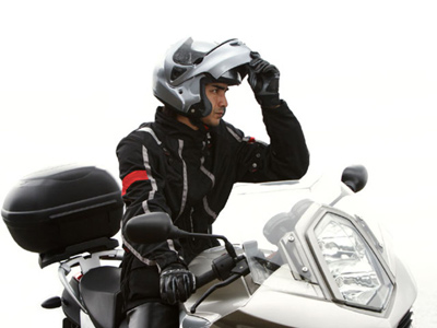 ¿Te pueden multar por circular con tu casco modular abierto? Multas10