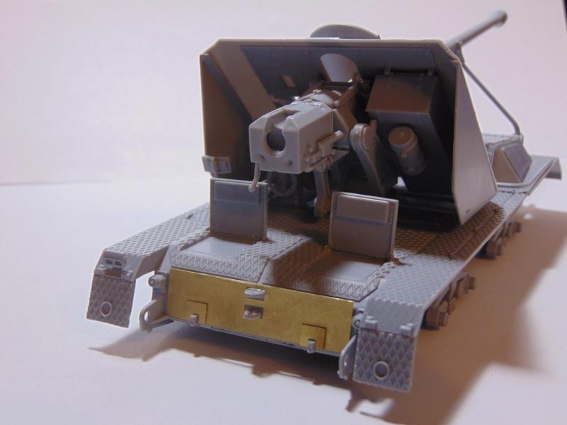 ARK Models 1/35 Pak 43/3 Waffentrager Dsc00813