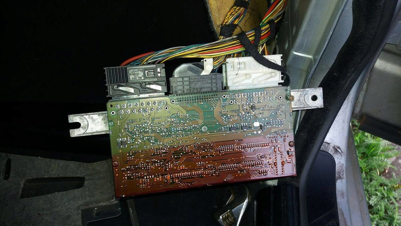 [ Bmw E39 525 tds an 1996 ] problème suite à changement de batterie  Module11
