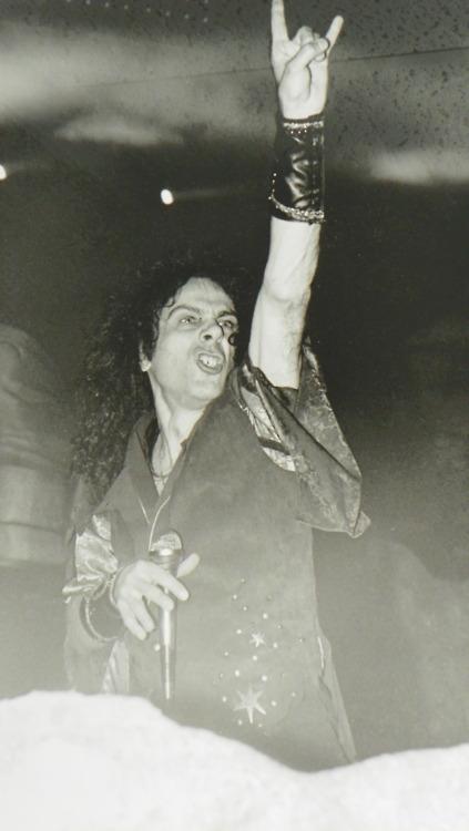 FOTOS GUAPAS Y ROCKERAS - Página 24 Dio_ho10