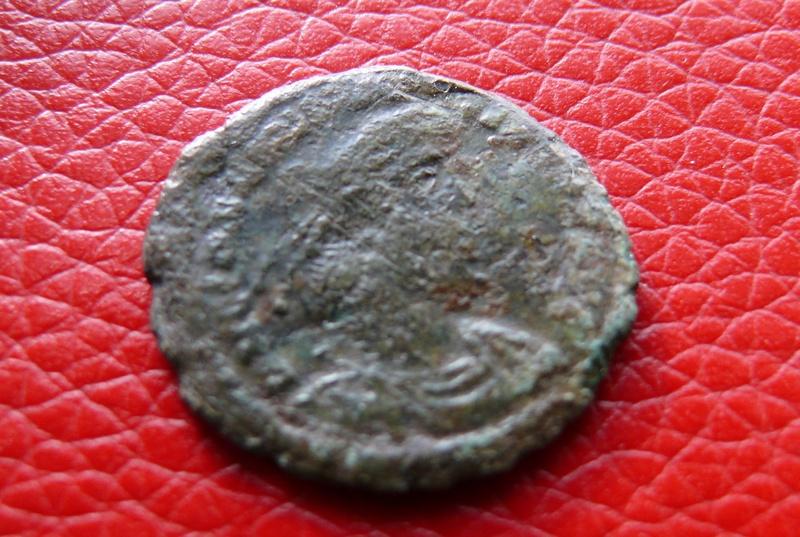 AE3 de Constancio II. FEL TEMP REPARATIO. (repintada) Anvers10