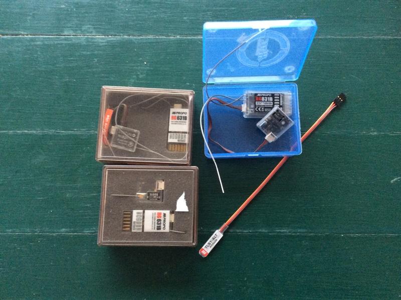 Lot 3 récepteurs JR et une sonde altimetre Img_1112