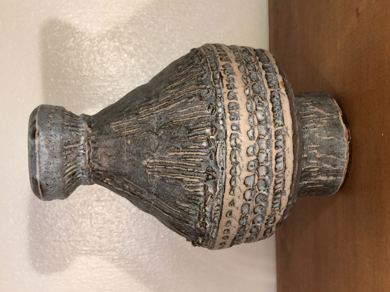 short grey/ blue vase with lines and other indentations - EA mark  Img_7812