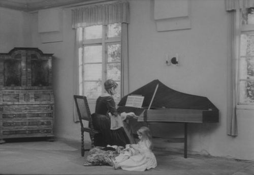 O pequeno álbum Anna Madalena Bach na Clave de Dó primeira linha e Clave de Fá na quarta linha / Analise dos Ornamentos Anna-m10