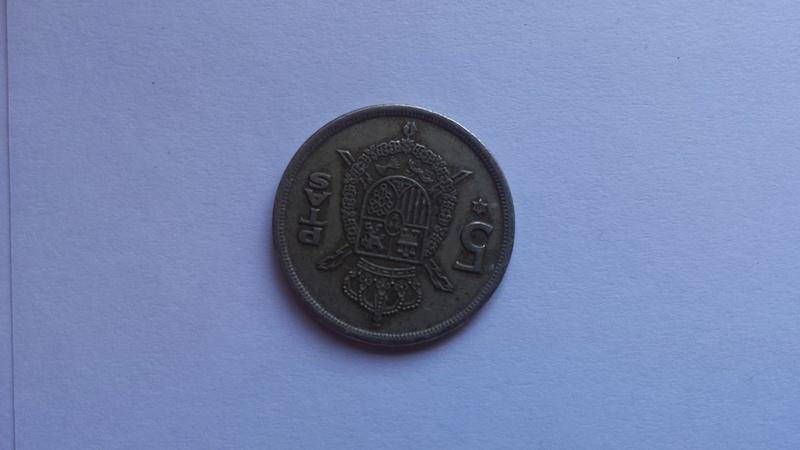 5 pesetas 1975 (*80). Juan Carlos I. Reverso girado casi 180º 20170311