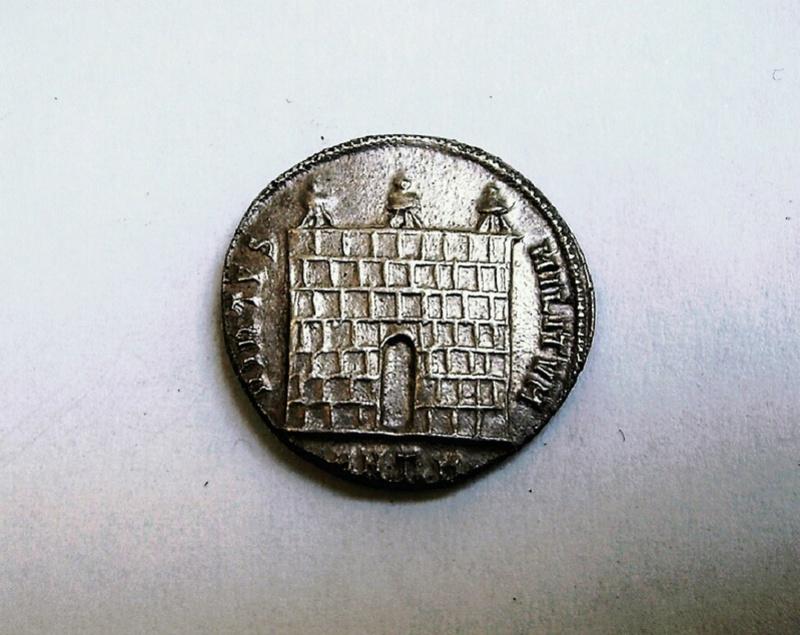 Argenteo de Diocleciano. VIRTVS MILITVM. Puerta de campamento de tres torres. Ceca Antioch. Argent11