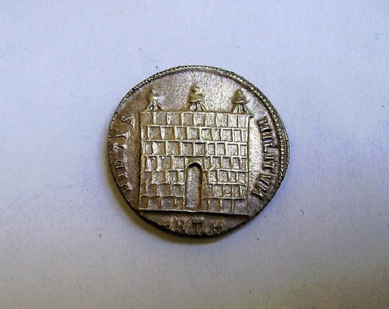 Argenteo de Diocleciano. VIRTVS MILITVM. Puerta de campamento de tres torres. Ceca Antioch. Pict1413