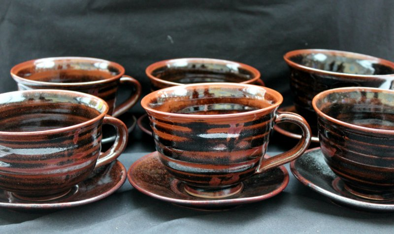 Help ID these studio pottery cups & saucers Img_0115