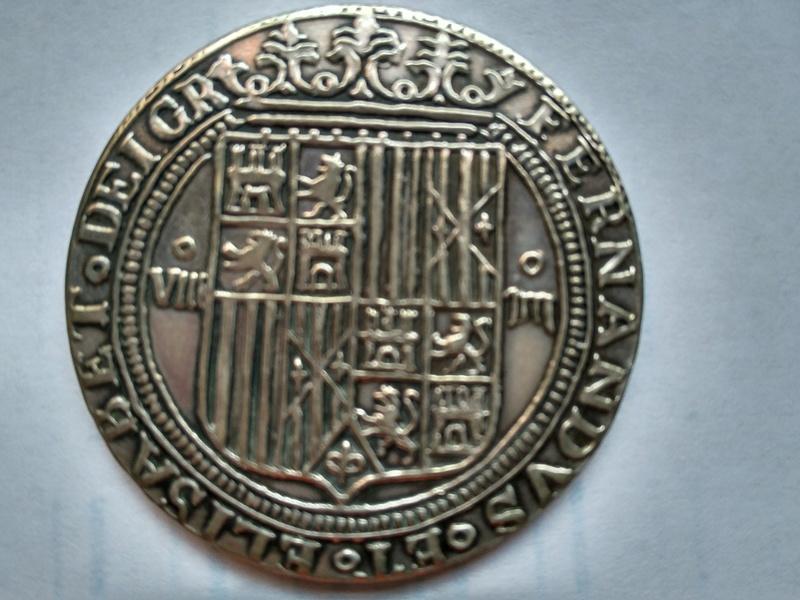 moneda de 8 Reyes catolicos conmemorativa Carlos I ? Img_2010