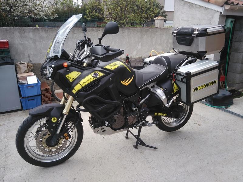 changement de couleur et de déco de ma moto Img_2010