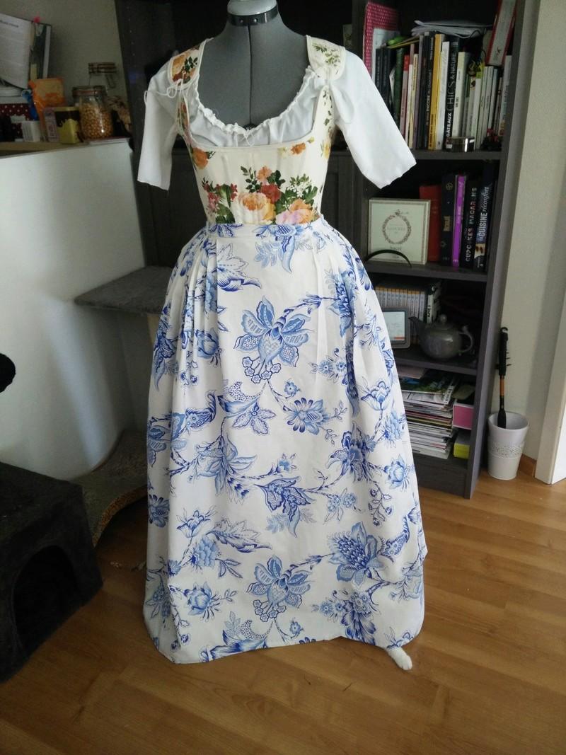 [Histo - en cours ] Première robe à l'anglaise bleue Img_2027
