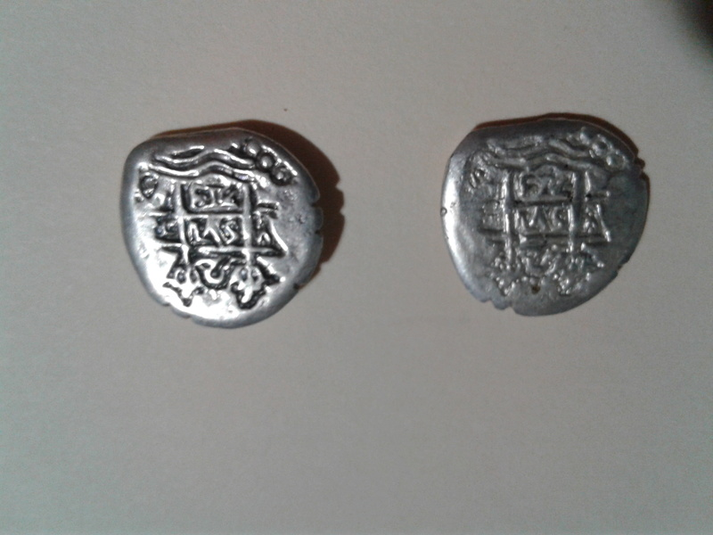Dos monedas colonoales de 17... 20170422