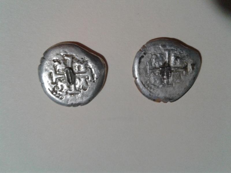 Dos monedas colonoales de 17... 20170423