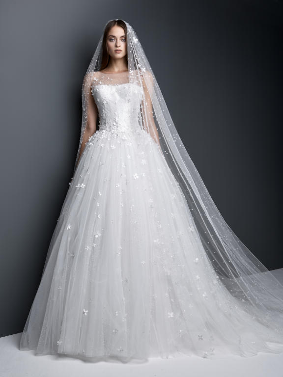 احدث واجمل فساتين زفاف 2018 516