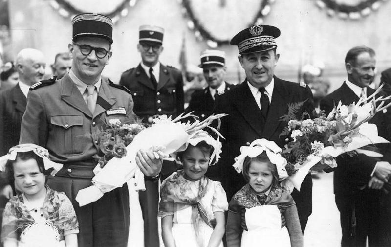 25 juin 1950 remise de la Croix de Guerre au MENIL-THILLOT Me110