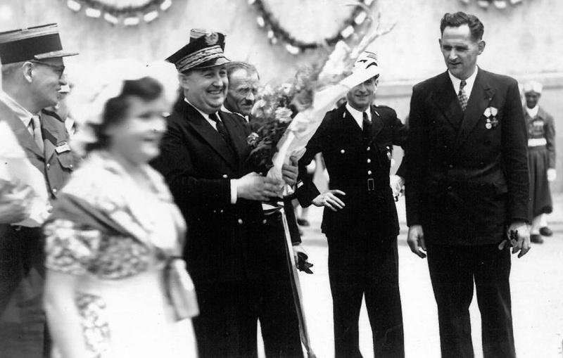 25 juin 1950 remise de la Croix de Guerre au MENIL-THILLOT Me210