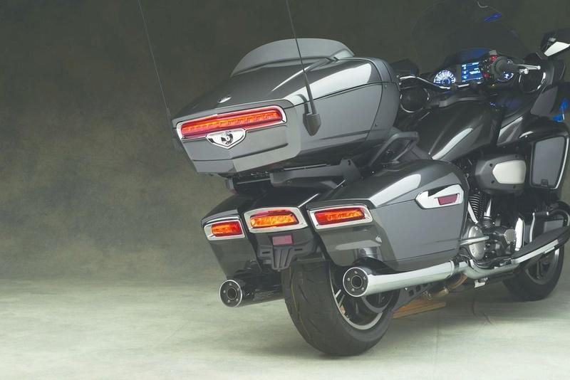 Le retour de la Yamaha Venture 1'800cc pour 2018 - La Honda Goldwing en ligne de mire 18_ven11