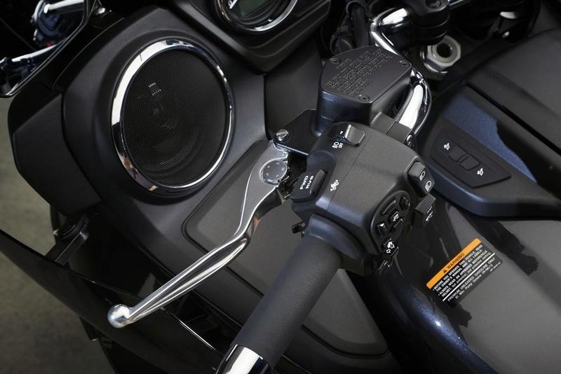 Le retour de la Yamaha Venture 1'800cc pour 2018 - La Honda Goldwing en ligne de mire Sure-p10