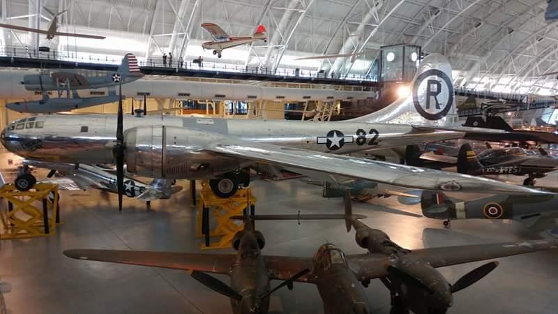 ما اسم الطائرة في اسفل الصورة Receiv14