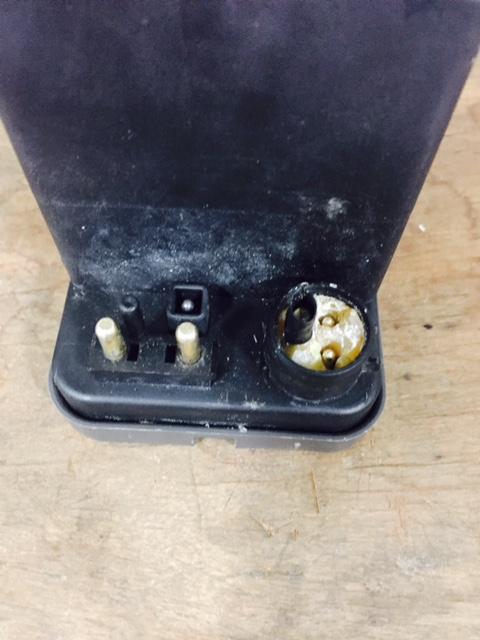 vacuo - (R107): Ajuda nas conexões da bomba de vácuo da 300SL 1986 Bomba_11