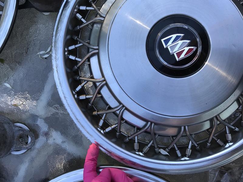 "3 Buick RMW 15"" spoke hubcaps for sale Rmw_hu19"