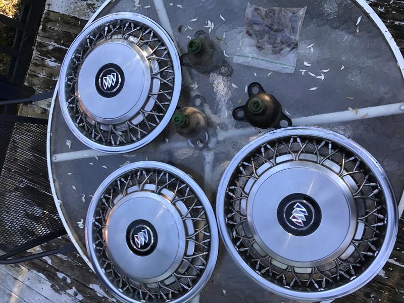 "3 Buick RMW 15"" spoke hubcaps for sale Rmw_hu26"