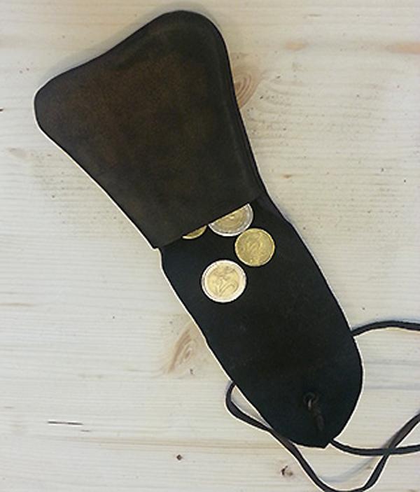 monedero medieval de un museo Monede13