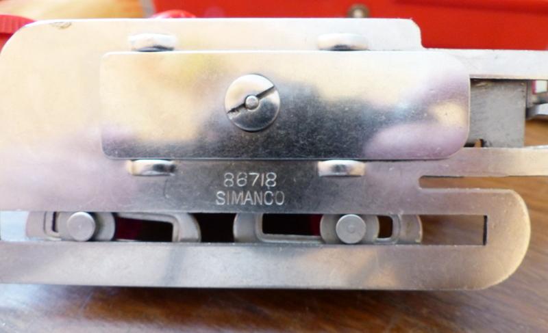 Identification d'accessoires pour des machines à coudre anciennes P1060316