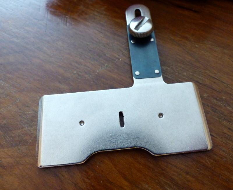 Identification d'accessoires pour des machines à coudre anciennes P1060323