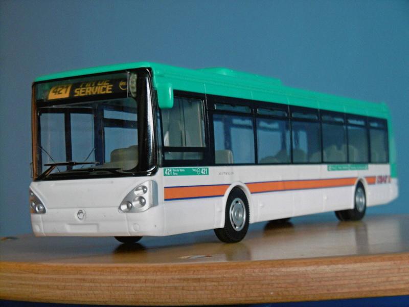 Les cars et bus miniatures P1190017