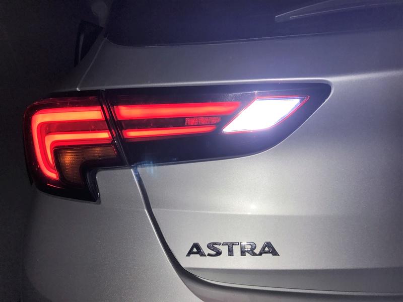 [Brico Astra k] Cambio de luces marcha atrás por unas led. Img_3920