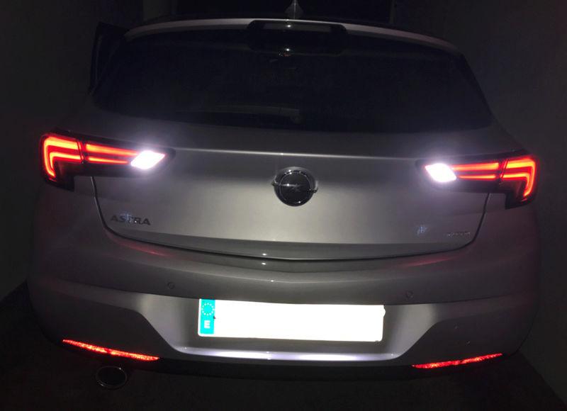 [Brico Astra k] Cambio de luces marcha atrás por unas led. Img_4018