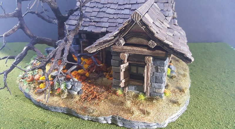 Small Cottage Diorama 13210