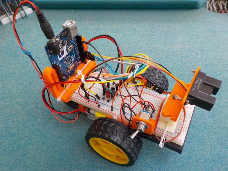 """Application du projet: """"Comment faire votre premier robot en utilisant une Arduino"""" Aaa1pr10"""