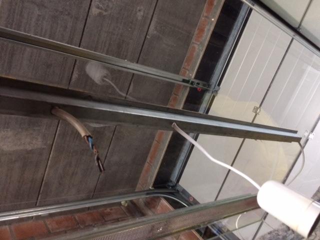 Installation néon dans terrarium Img_2724