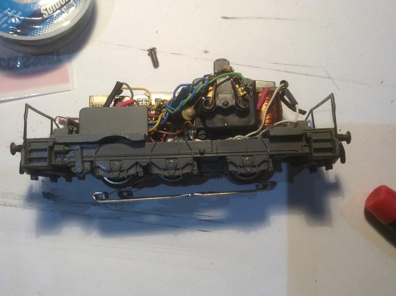 Aide pour nettoyage et digitalisation de plusieurs anciennes locos Märklin de grandes séries Img_0812