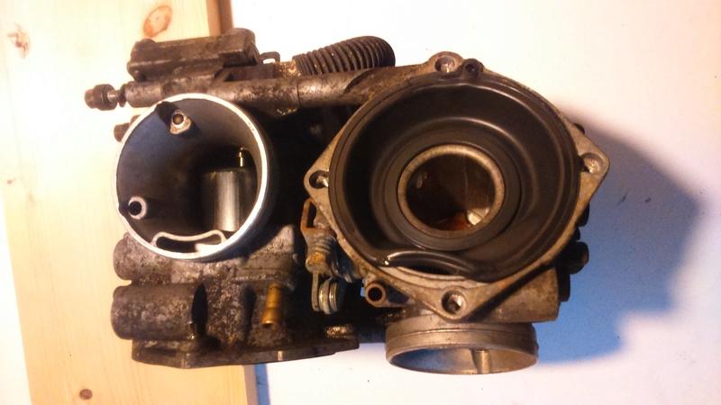 Transalp 600 : Carburateur : manque de puissance ? (RESOLU: Membrane mal montée)) Dsc_7610