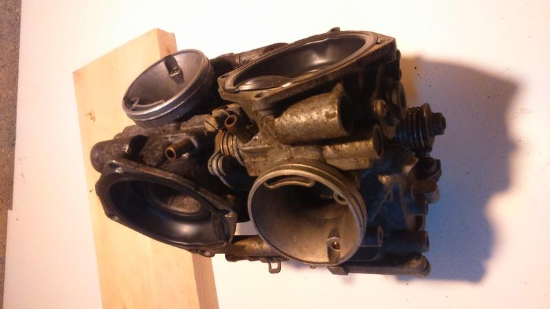 Transalp 600 : Carburateur : manque de puissance ? (RESOLU: Membrane mal montée)) Dsc_7611