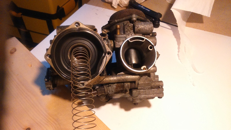Transalp 600 : Carburateur : manque de puissance ? (RESOLU: Membrane mal montée)) Dsc_7612