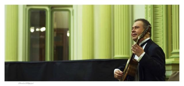 Romilio Orellana ofrece concierto latinoamericano de guitarra en el Municipal de Santiago Romill10