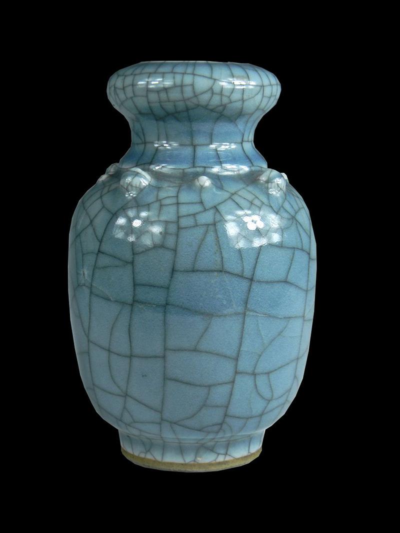 Help Identify a Blue Crackle Glaze Porcelain Vase Asianv10