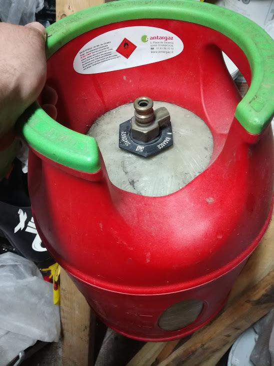 Problèmes avec fond de bouteille de GAZ  Boutei11