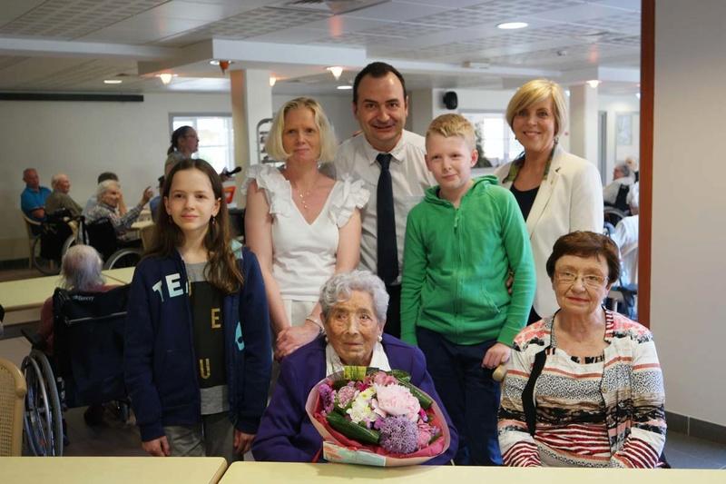 Preuves de vie récentes sur les personnes de 109 ans - Page 5 Sam_3013