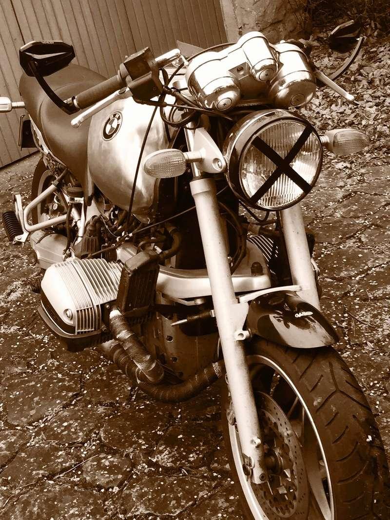 C'est ici qu'on met les bien molles....BMW Café Racer - Page 4 Img_0011