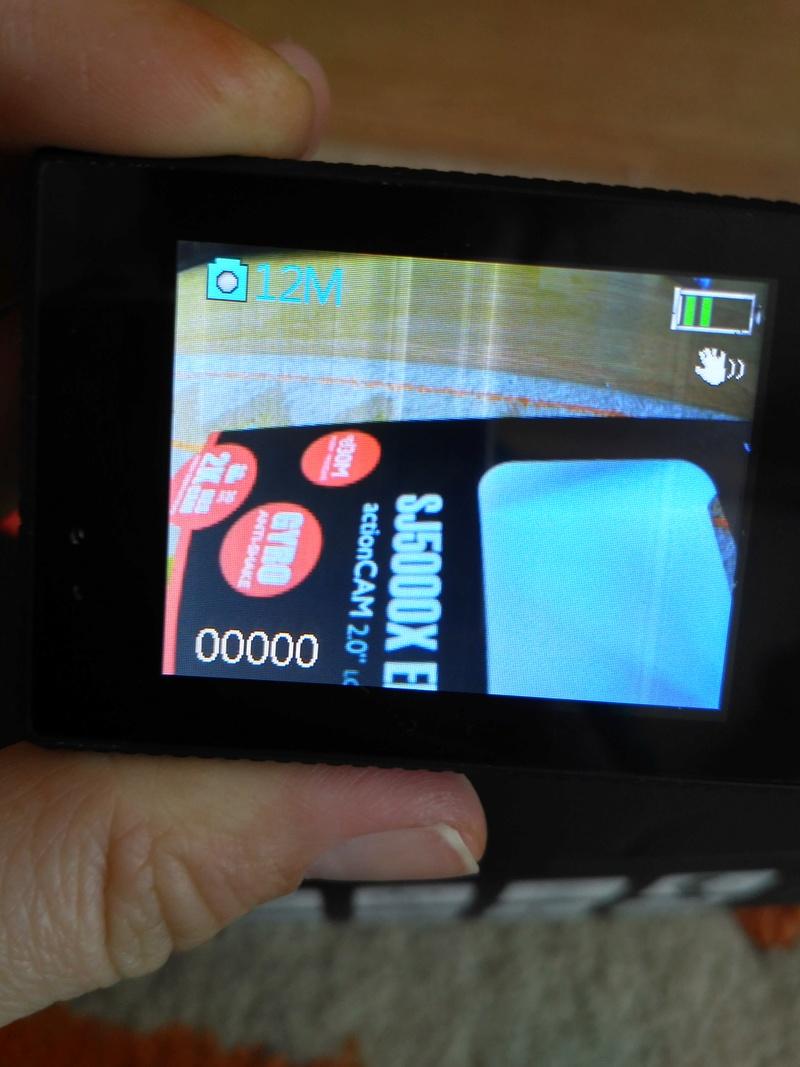 SJCAM SJ5000X ELITE - biele vertikálne pásy na obrazovke Img_2011
