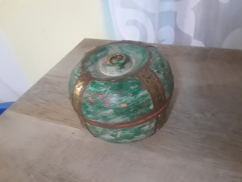 PLEASE Help me identify this unique piece Img_2015
