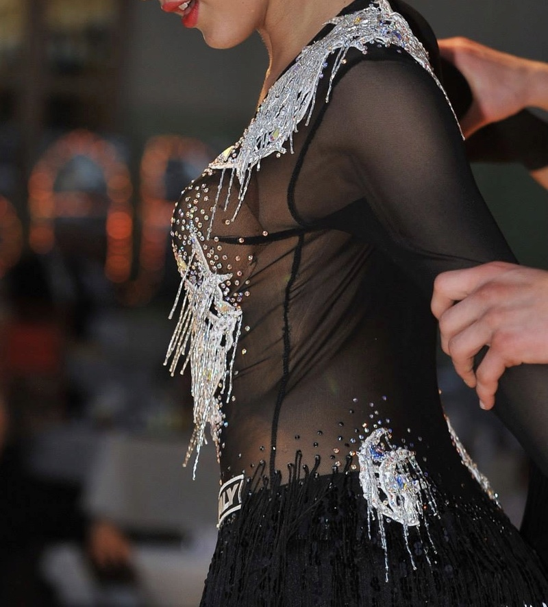 Robe latine strassée, état neuf Fullsi16