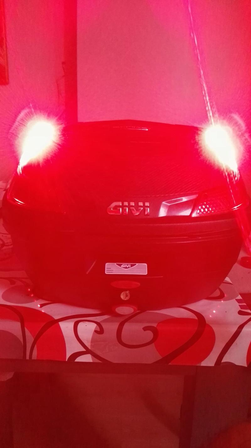 instalar luces de stop baul givi blade 37 l. Img_2023