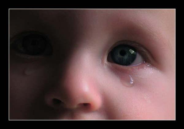 صور اطفال حزينة 1 04d00410