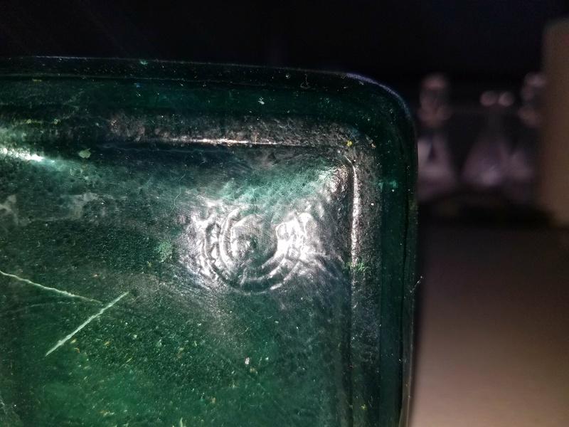 Green glass bottle. Glass ID please... 20170662